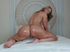 Tanned MILF JessRyan Twerking Ass