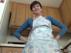 Upskirt Step Mommy - Close-up Virtual Mom POV