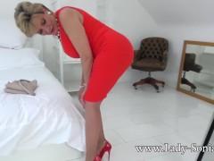 British Mature Lady Sonia Sexy Striptease