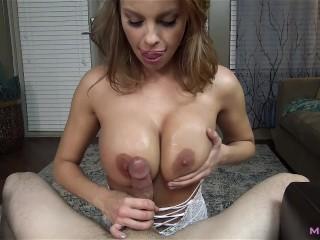 Prsnatá kočka sa pohrá s penisom