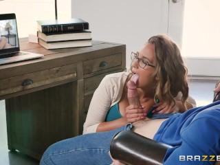 Sexy asistentka pristhne šéfa ako si honí