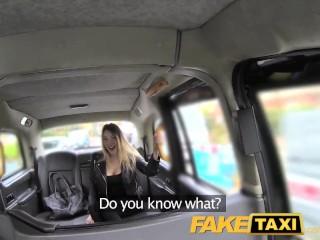 Obdarená nymfomanka vo fake taxi
