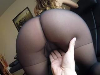Sexy MILFka dráždi manžela svojím telom