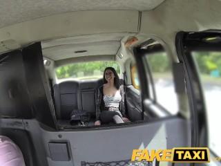 Španielska brunetka vo fake taxi
