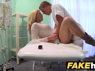 Doktor dostane chuť na sexy pacientku