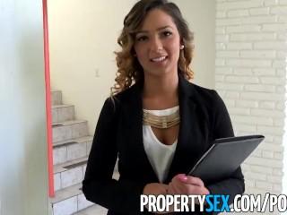 Sexi maklérka musí sexovať, aby predala dom