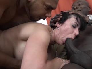 Babička si to rozdá s černochmi
