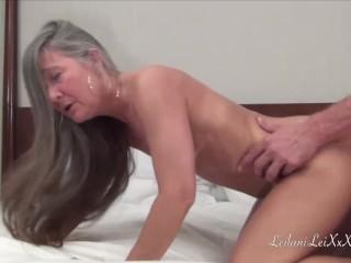 Mladík vyskúša sex so staršou ženou