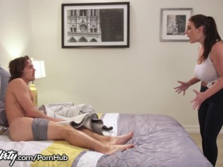 Sexy kočka ho prichytí pri honení