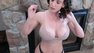 Sexy milfky uspokoja tínedžera