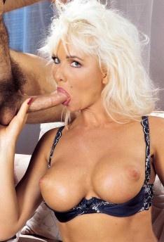 zastavlyayut-porno-zvezdi-helen-seksa-golih