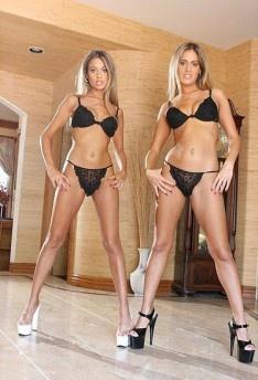 Порно фото двойняшек фото 108-581