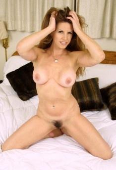 Sexy nude farm guys