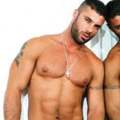 Besplatno gay uniformi porno