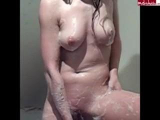 beim Duschen erwischt