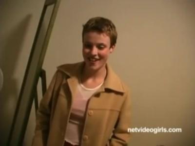 笑顔の可愛い激カワ北欧お姉さんが汗臭いチンポをエロ顔で優しく咥えてくれる - Pornhub.com