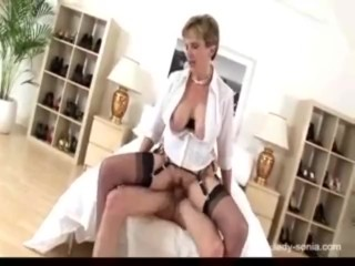 Milf in stockings loves horseshit