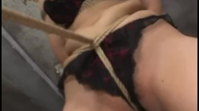 ロープで緊縛されボールギャグ巨乳美女が敏感クリトリスを刺激されて喘ぎ声が止まらない – おっぱいリトルガール