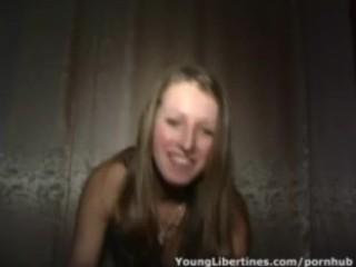 Jeune couple dans leur lit webcams