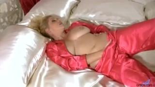 Busty masturbation cougar mother busty