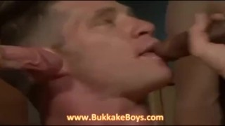 Hunk gives blowjobs and handjobs