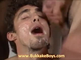 Stud enjoys blowjobs and facials