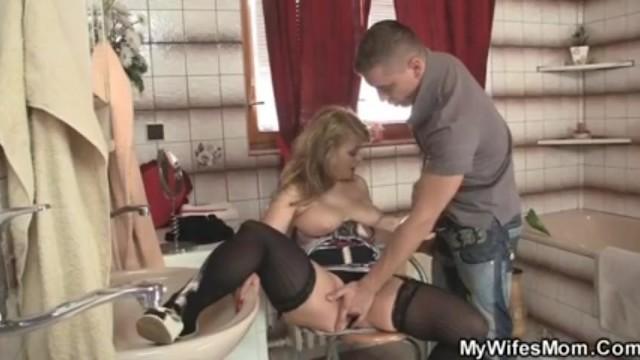 Теща с силиконовой грудью порно онлайн, порно в воздухе видео