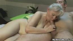 Ze zuigt en neukt haar schoonzoon