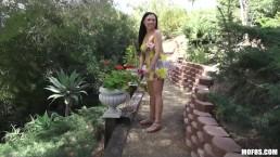 HOT busty Asian babe Gia Lee fucks her boyfriend in a public park
