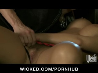 Stunning dirty blonde babe Nicole Aniston sucks & fucks big-dick