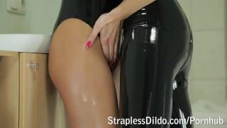 Kinky feeldoe fuck in black latex  rubber girl-on-girl kinky latex adult toys sex-toy strapon lesbians feeldoe