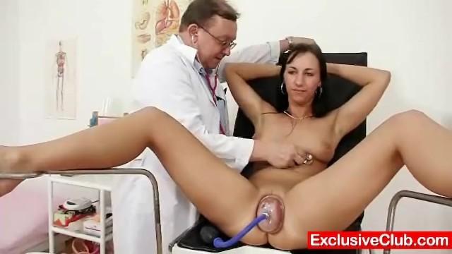 Гинеколог решил усыпить и трахнуть девушку 12