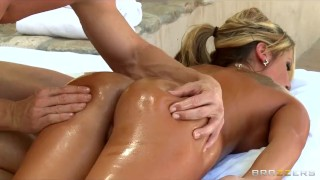 Big-tit blonde MILF Holly Tyler gets a sensual massage before sex Japanese boobs