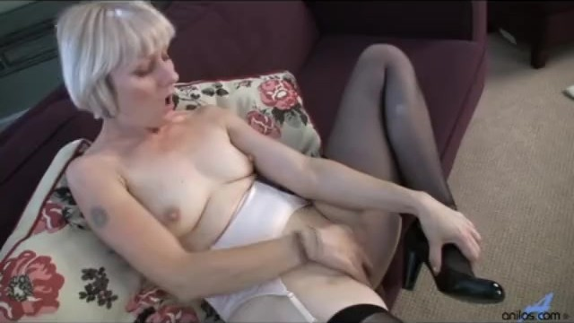 Girl first orgasm video Hairy mature moms first orgasm video