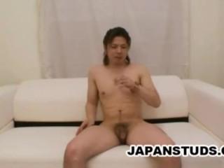 Horny stud Takashi Fujikawa shows off his rod