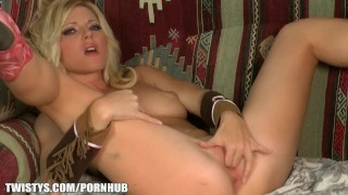 Treat of the month Niki Lee Young cums after deep fingering