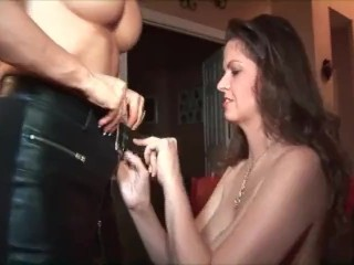 June & Vanessa: Sucking Pussy!