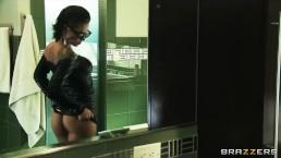 Bathing big-booty brunette Christy Mack loves rough anal