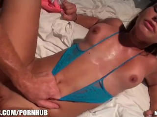 Sexy blonde amateur Kennedy Leigh loves rough-sex