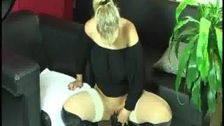 Amateur gigantic dildo housewife fucking mature pussy