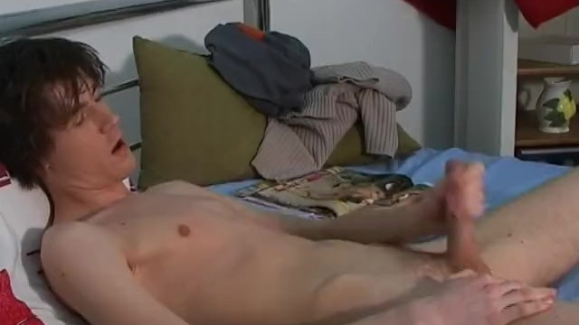 Gay magziens Cute boy wanks to porn magazine