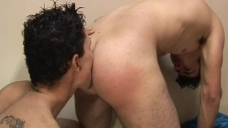 Gym  bareback scene guy on