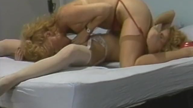 Handjob from busty amateur blonde MILF in hot amateur porn 2 96%