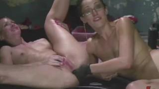 Sexy Babes Giving Rim Jobs