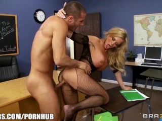 Pinky Shakin That Ass High - School Principal Helps Her Student Make Her Gf Jealous