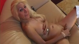 TRANSSEXUAL HOLLYWOOD HOOKERS - Scene 3