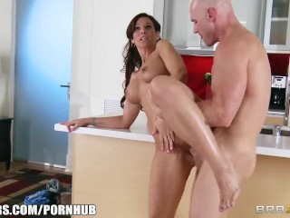Redtube Jerking Off Syren De Mer calls in a plumber to fix her sink & fuck her ass