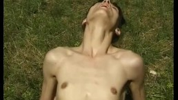 SKINNY GIRL FUCKS IN THE GRASS
