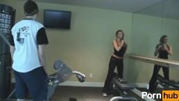 Work-Out Slut Blows Her Trainer