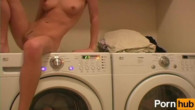 Дакота брукс на стиральной машине сказала мне целовать